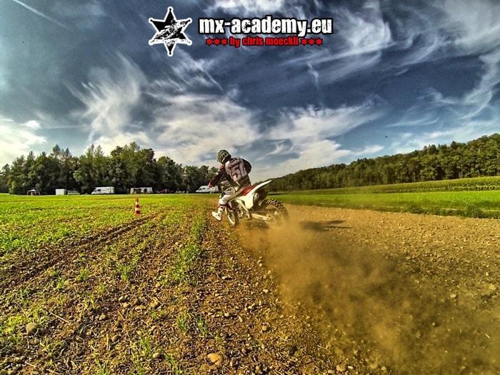 Fahrsicherheitstraining-Motorrad anbremsen lernen mit Chris Moeckli