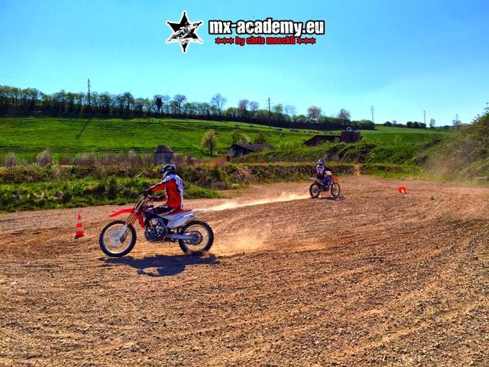 Fahrsicherheitstraining Motorrad rutschen und driften lernen