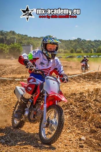 Kinder Motocross Deutschland fahren lernen auf der Strecke