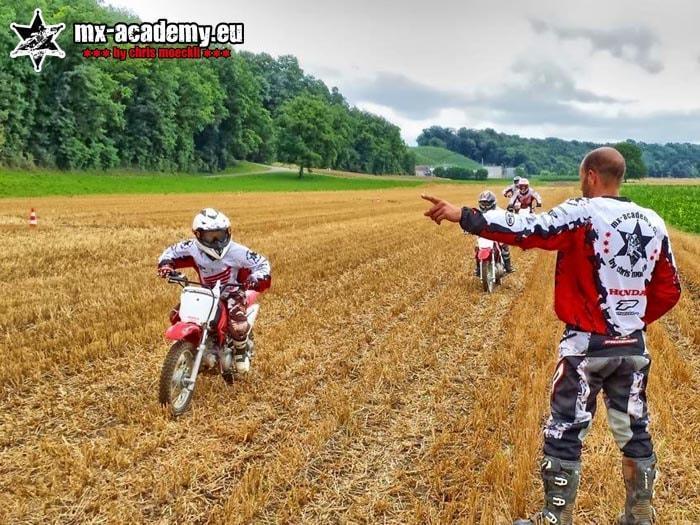 Kindermotocross - lernen mit dem Coach