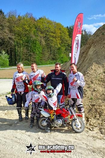 Motocross Frauen und die ganze Familie