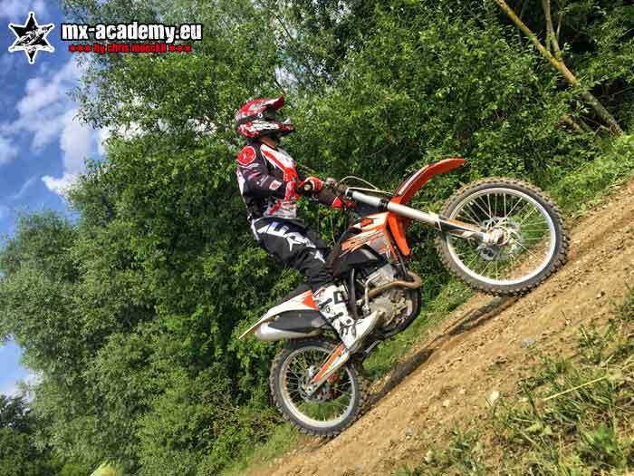 Motocross Schule - Motocross Training mit persönlichem Material