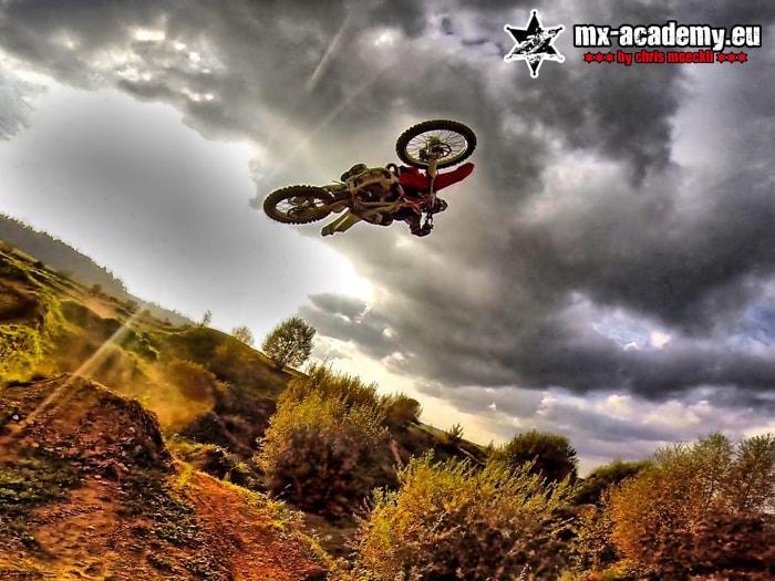 Motocross Sprungtechniken