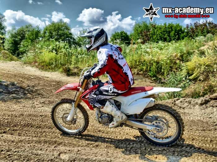 MX fahren im Offroad als ideales Supermoto Training